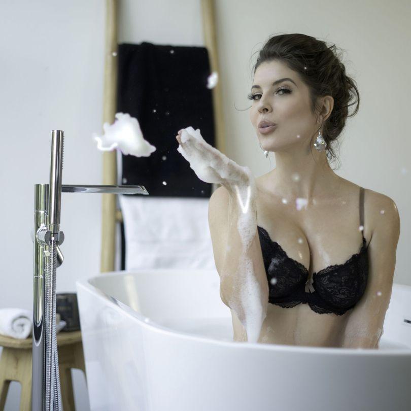 Amanda Cerny Sexy Pics