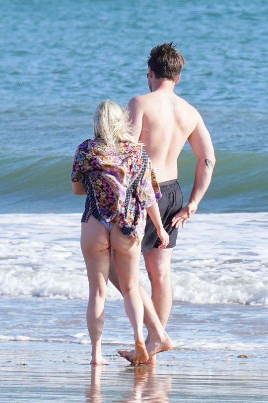 Ariel Winter Big Ass In Thong Bikini