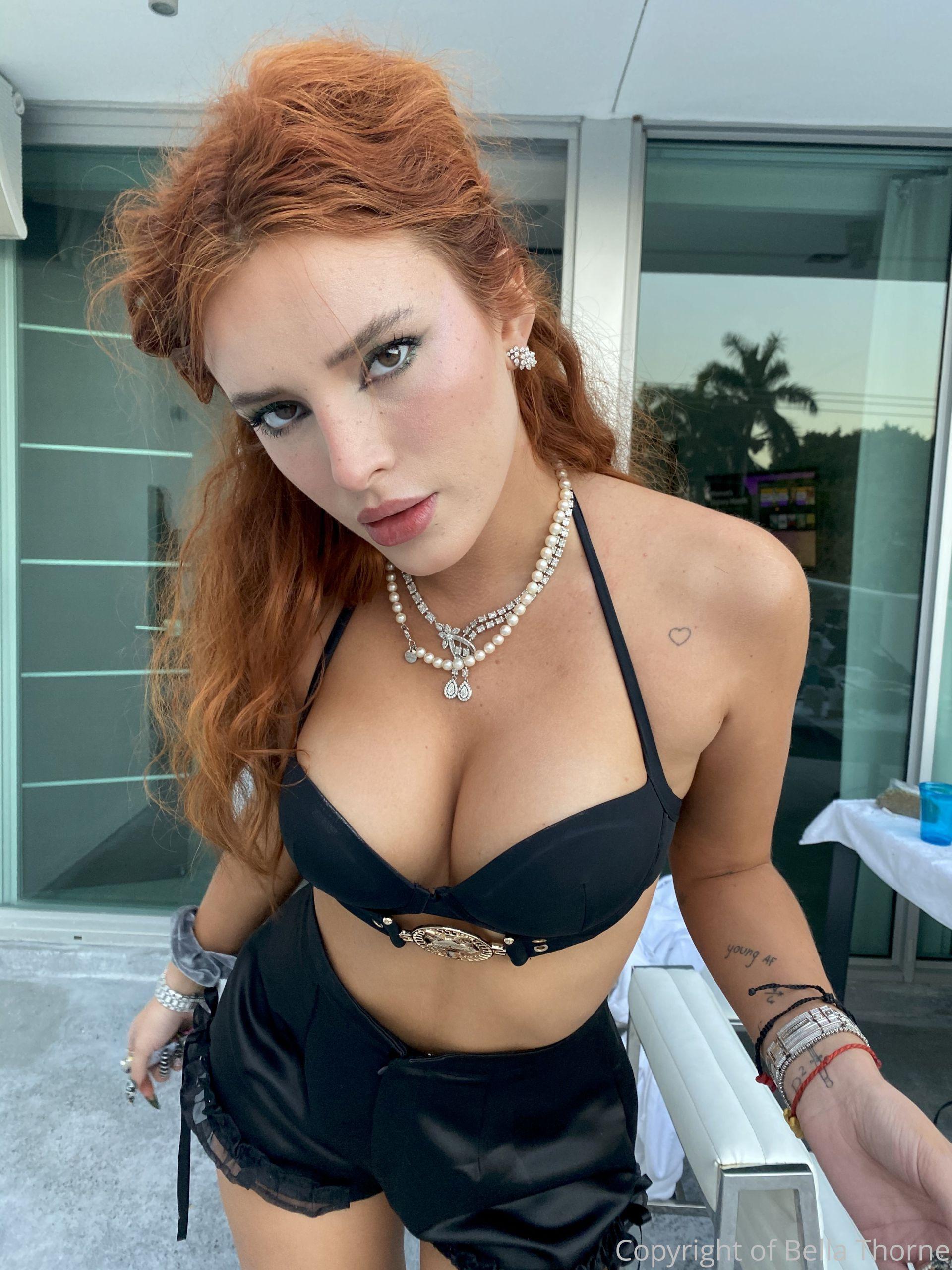 Bella Thorne Sexy Tits