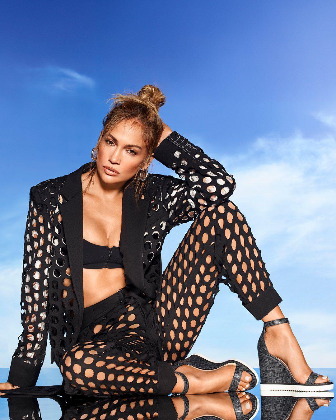 Jennifer Lopez Sexy Boobs
