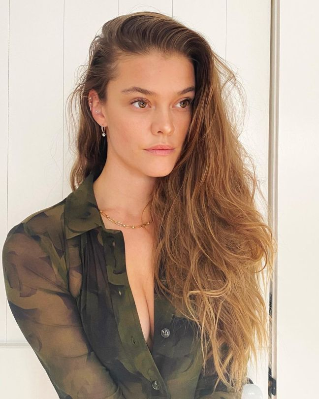 Nina Agdal Sexy Cleavage