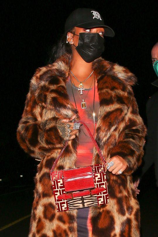 Rihanna Braless Boobs