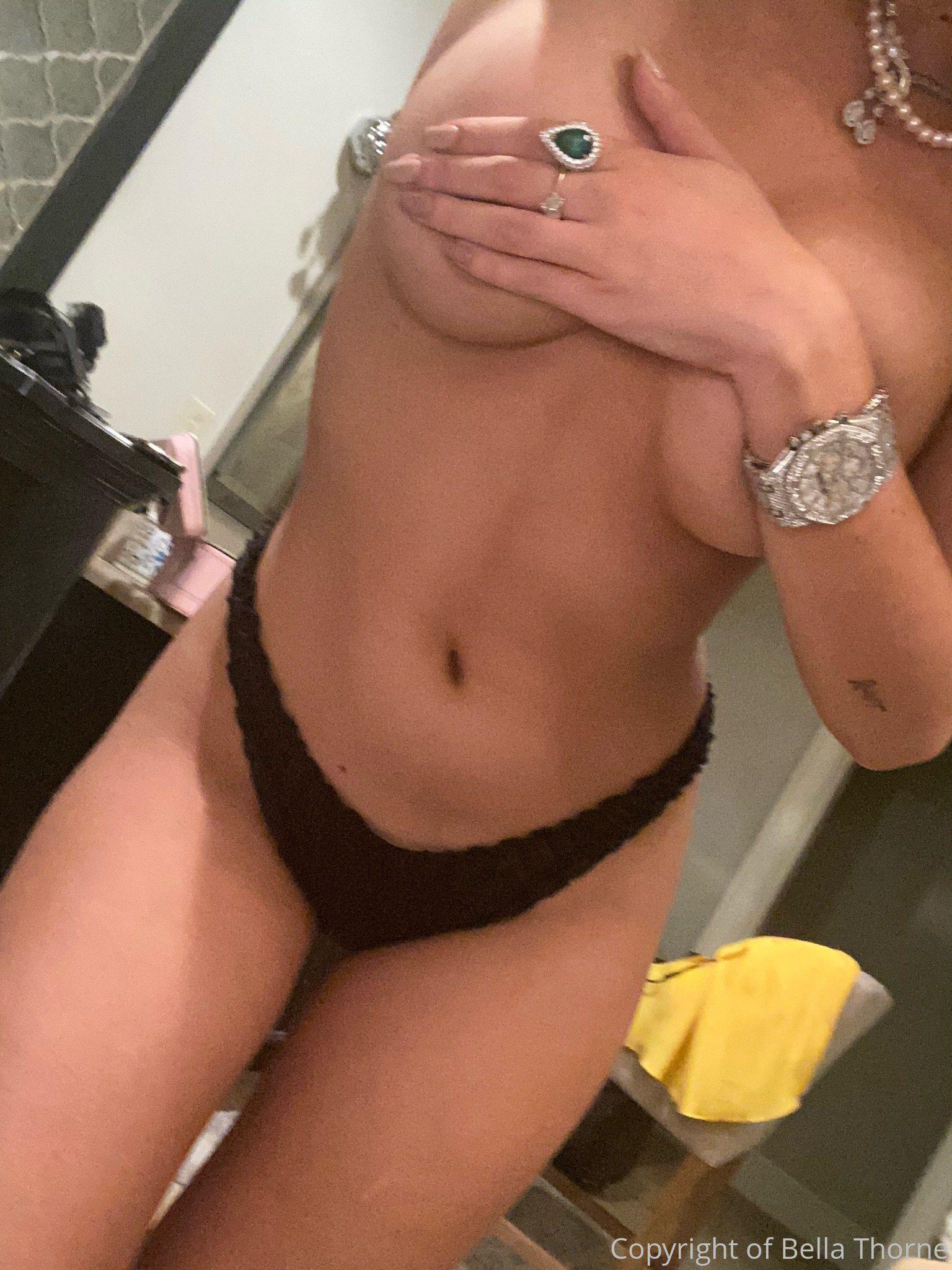 Bella Thorne Topless