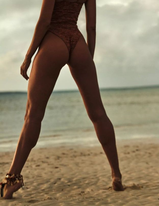Candice Swanepoel Sexy Pictures