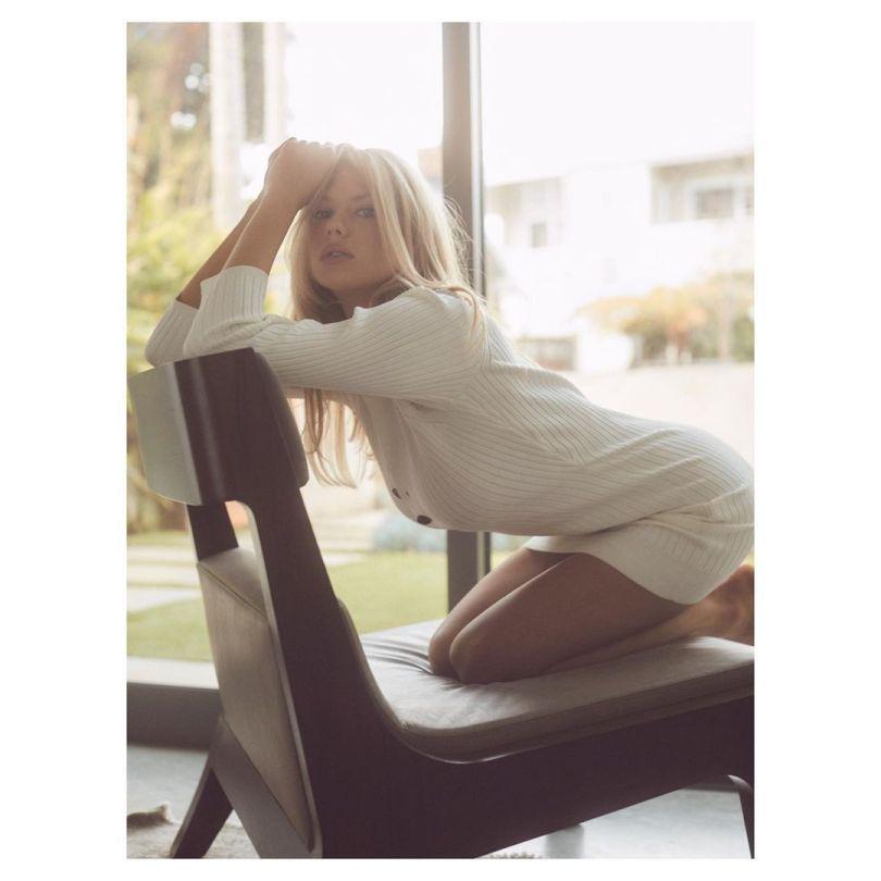Charlotte Mckinney Sexy Pics