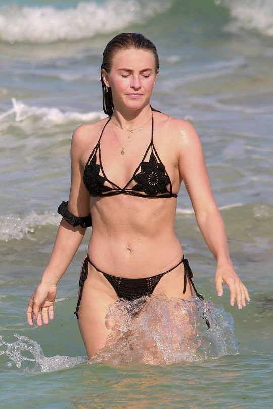 Julianne Hough Sexy In Bikini
