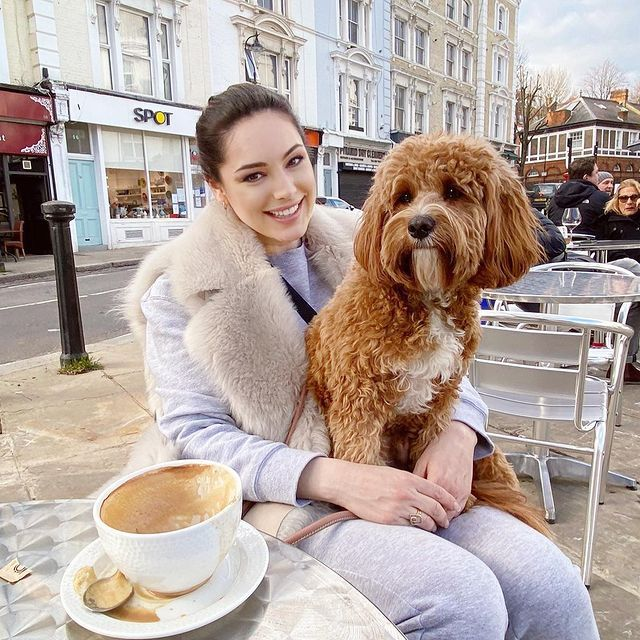Kelly Brook Gorgeous With Dog