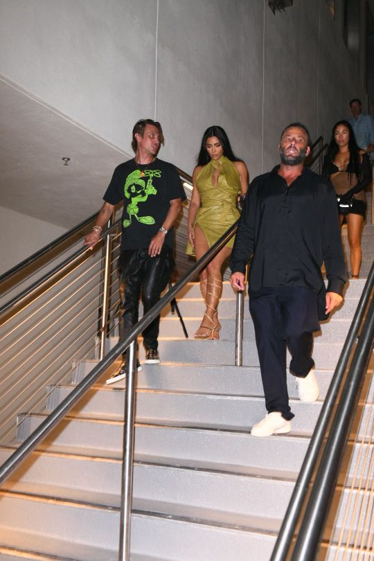 Kim Kardashian Boobs And Legs