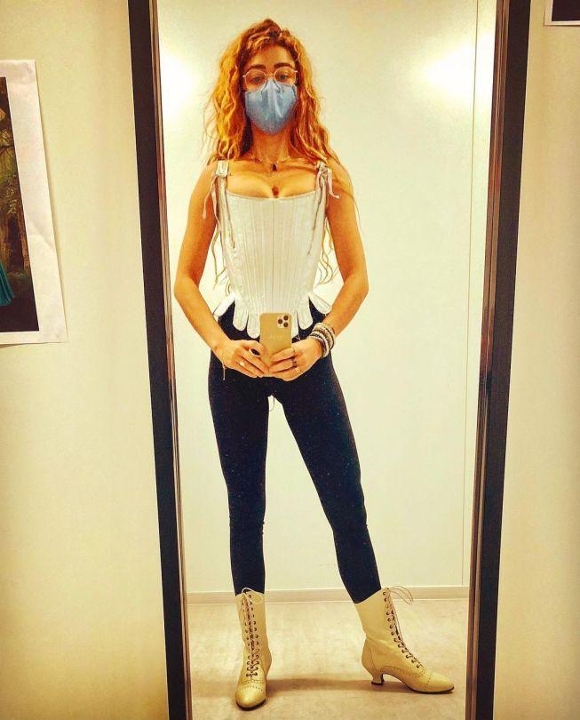 Sarah Hyland Sexy Selfie