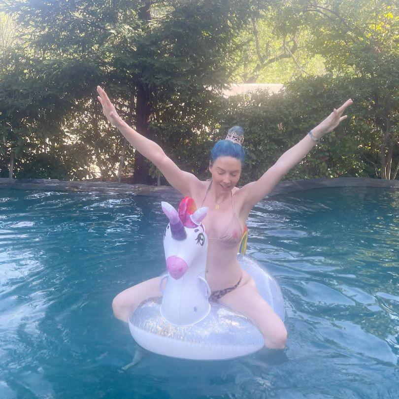 Whitney Cummings Sexy In Bikini