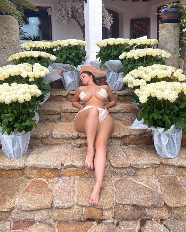 Demi Rose Mawby Spectacular Boobs In Bikini