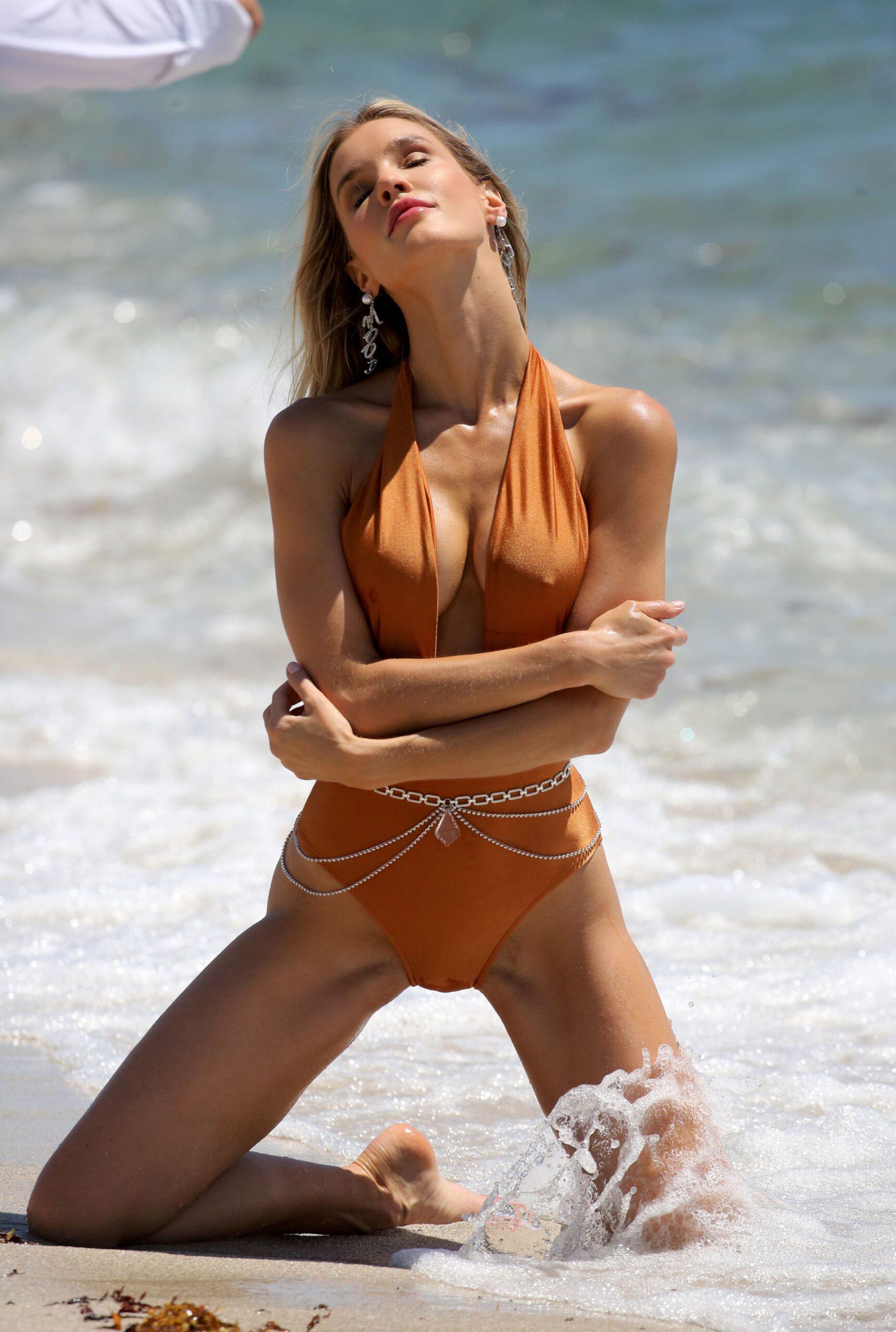 Joy Corrigan Sexy Bikini Photoshoot