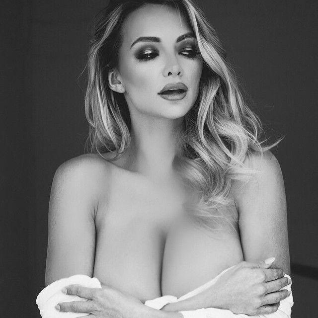 Lindsey Pelas Naked