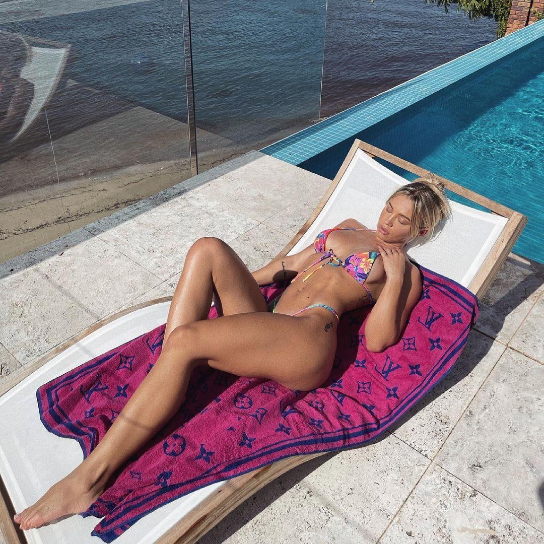 Tammy Hembrow Stunning Body