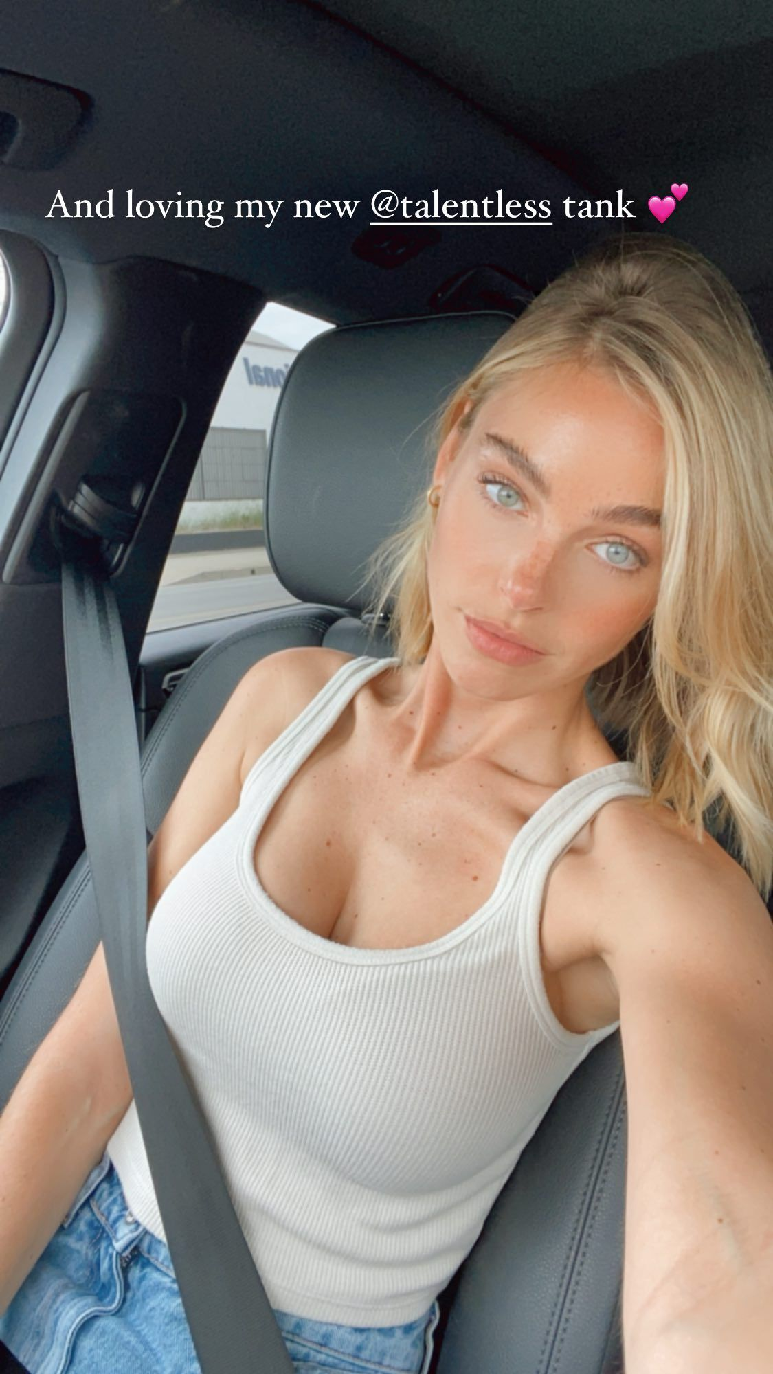 Elizabeth Turner Beautiful Selfie