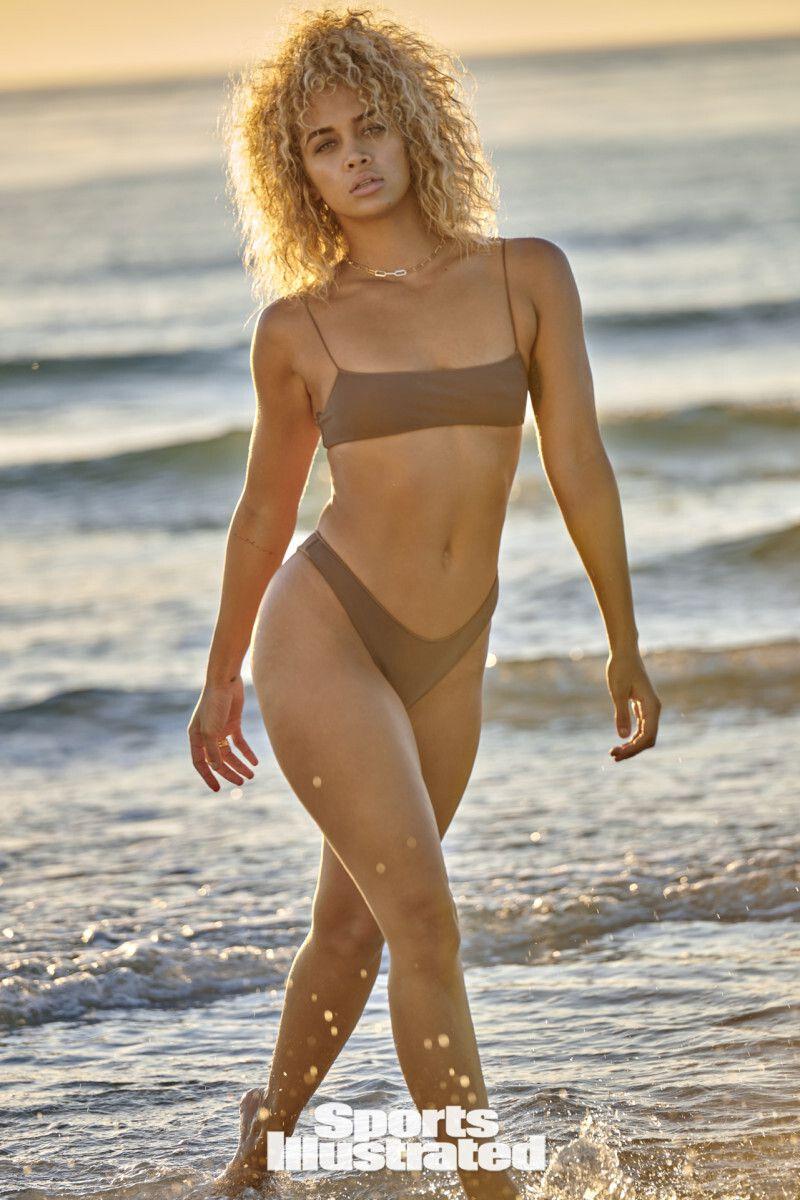 Jasmine Sanders Sexy Swimwear