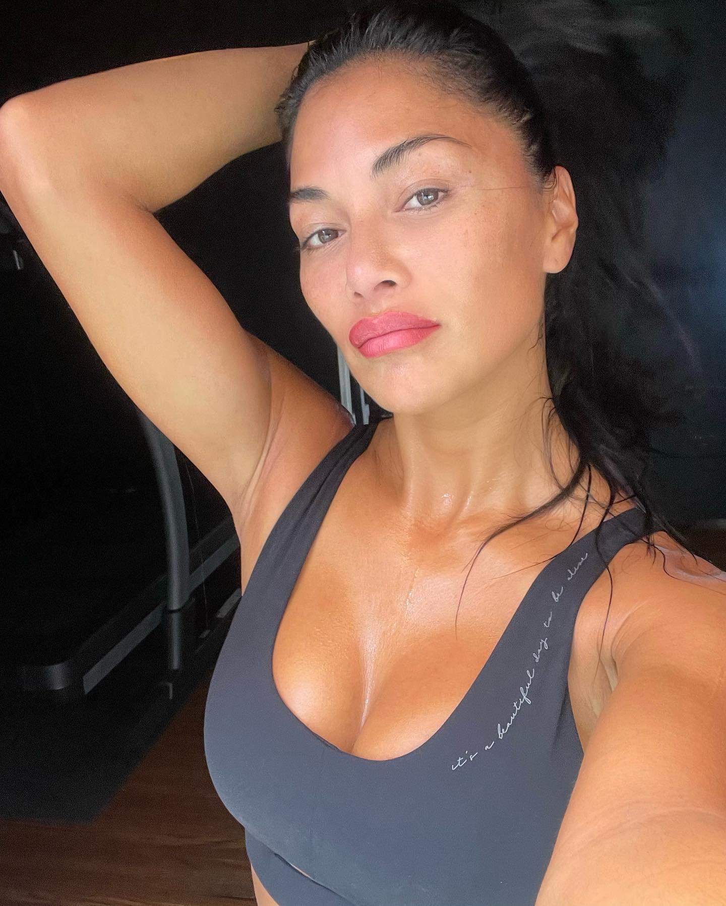 Nicole Scherzinger Sexy Cleavage