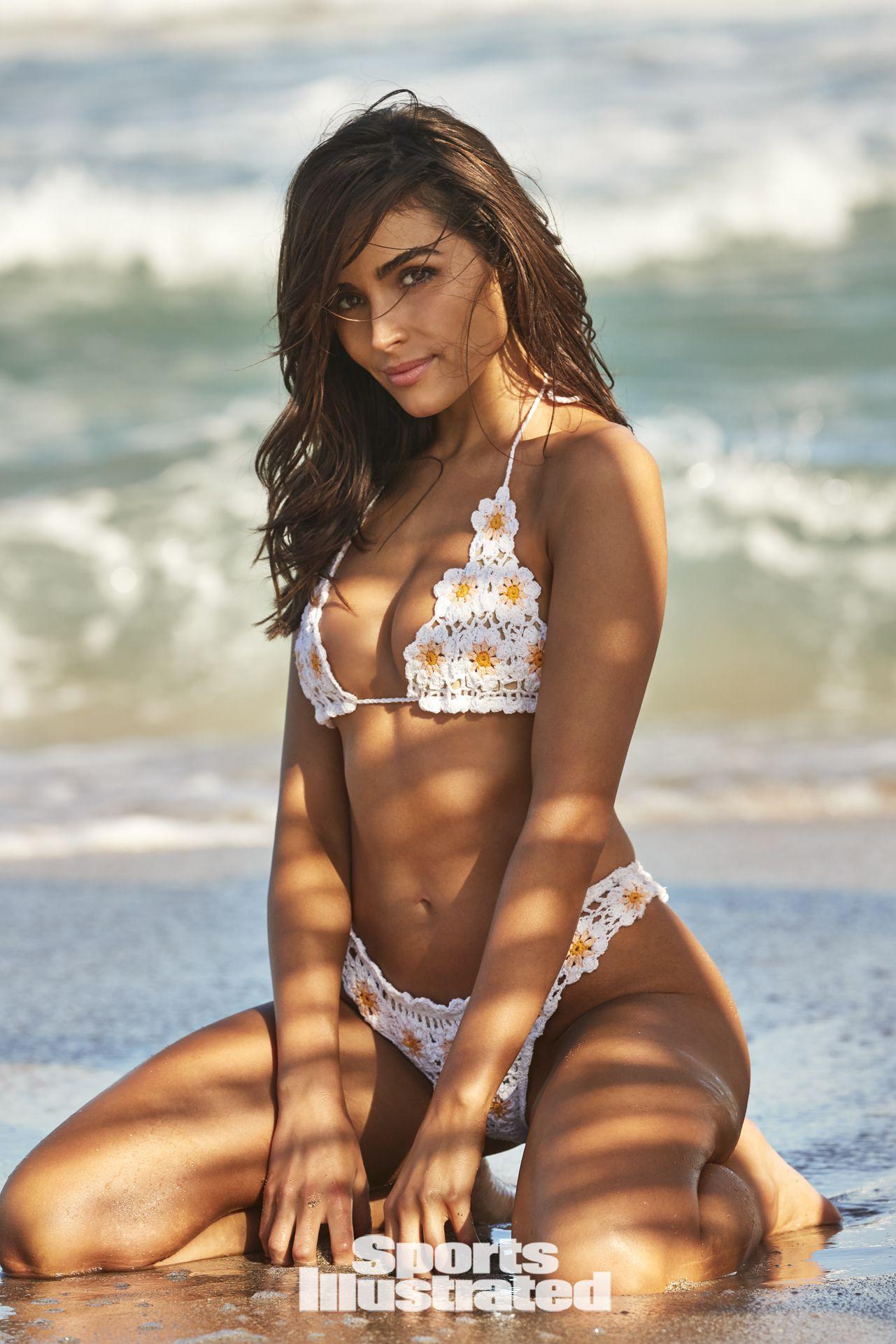 Olivia Culpo Gorgeous In Bikini