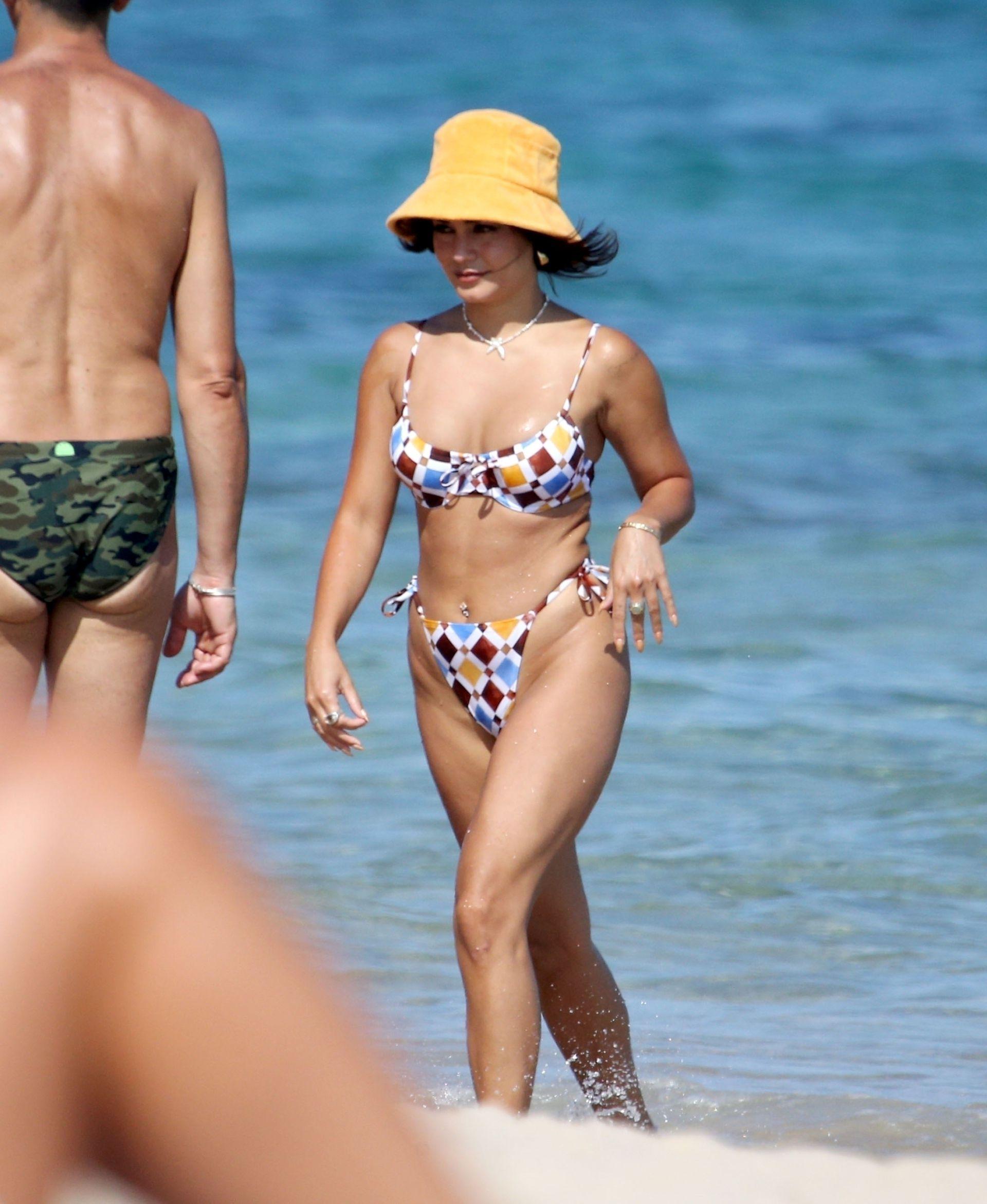 Vanessa Hudgens Beautiful In Bikini