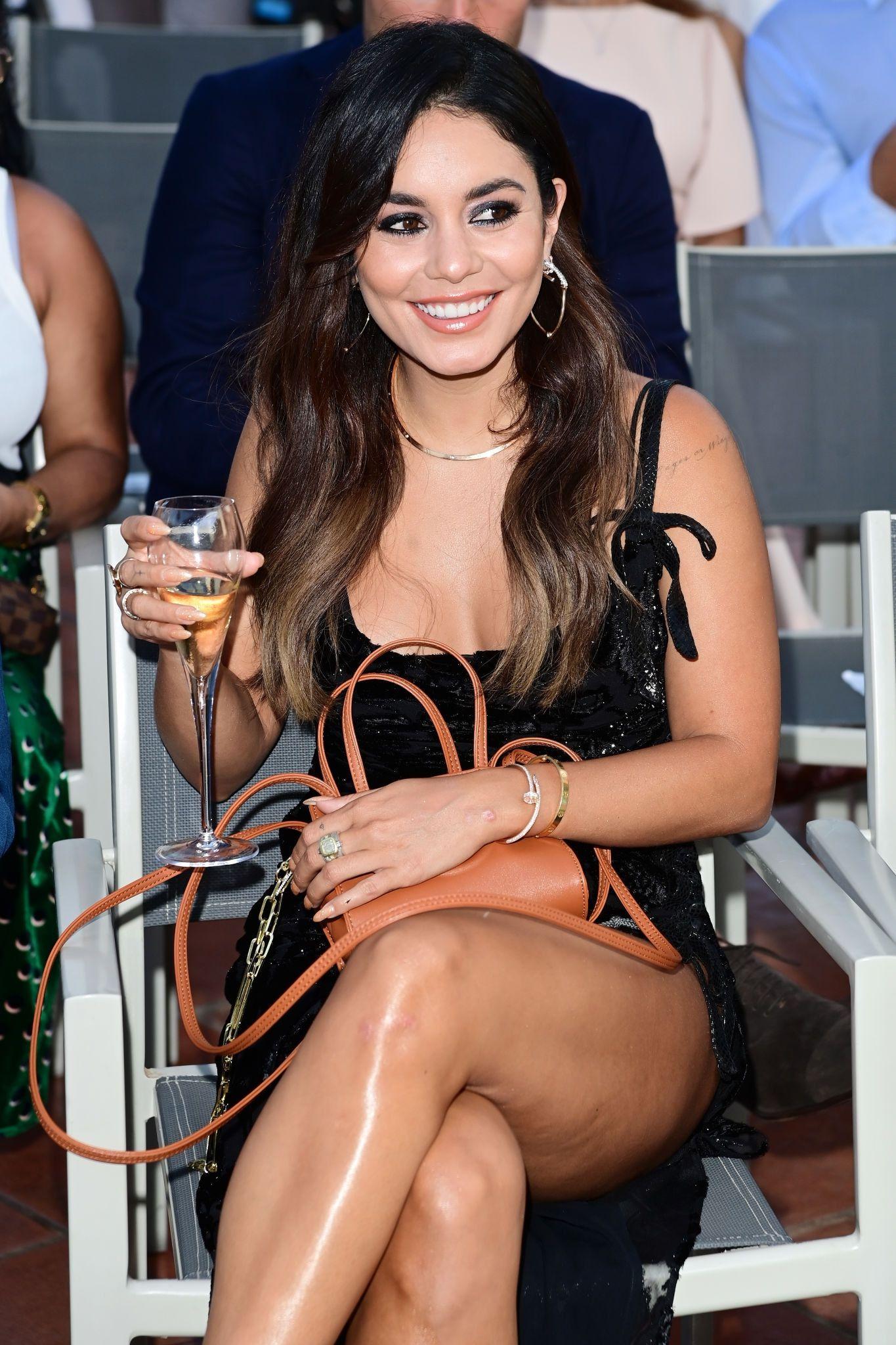 Vanessa Hudgens Gorgeous Legs