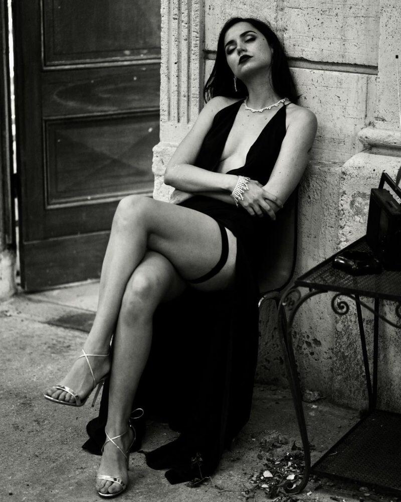 Ane De Armas Gorgeous In Black Dress