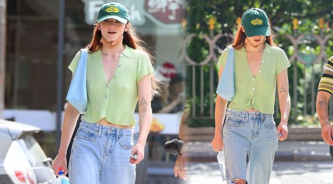 Sophie Turner's Braless Pokies and Other Sexy Links!