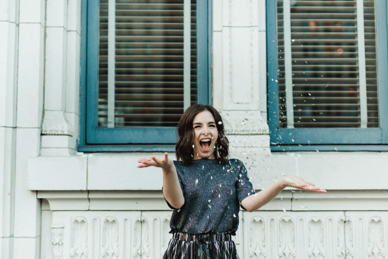 Confetti throwing photography ideas