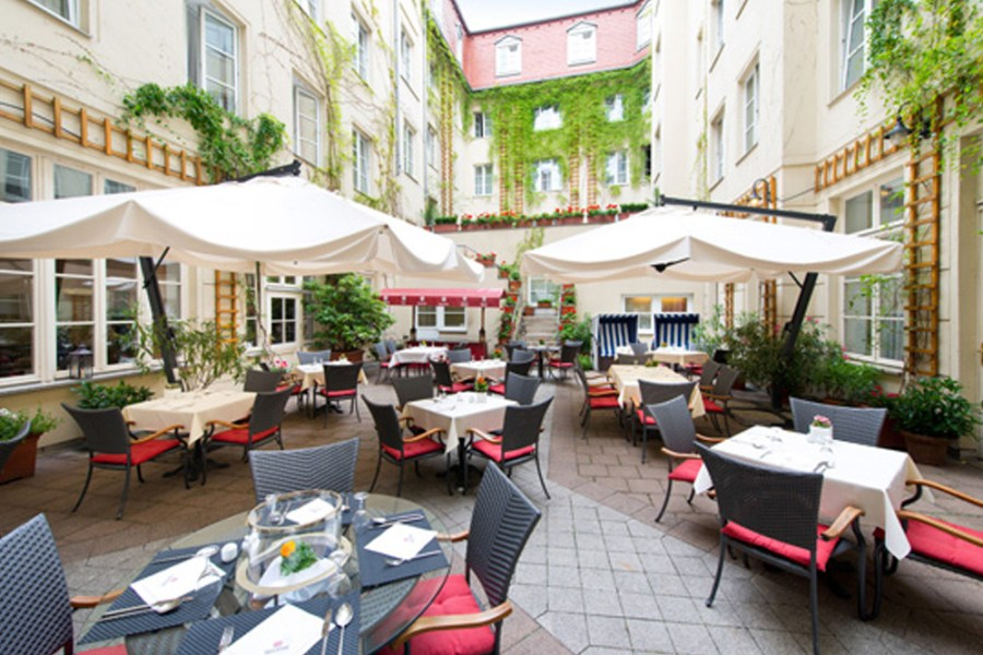 Let s have your Wedding celebration at Hotel Albrechtshof   Hotel     Idyllic Courtyard at the restaurant Alvis  Banquet Hall Hotel Albrechtshof