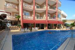 Evilion Hotels pool