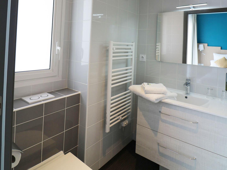 Hôtel Le Virevent Saint Raphaël - Salle de bain - 305 - 1