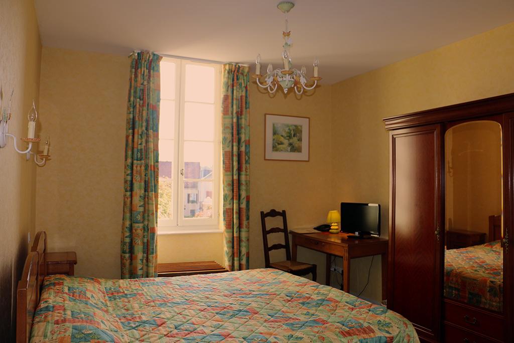 Chambre twin Hôtel du Nord à Quarré les Tombes dans le Morvan