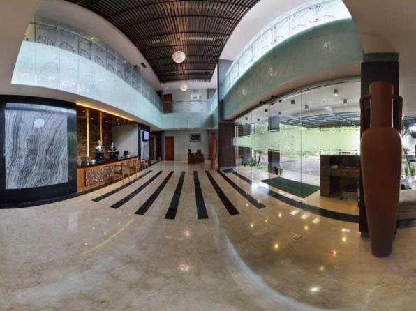 Oak Tree Emerald Semarang Hotel