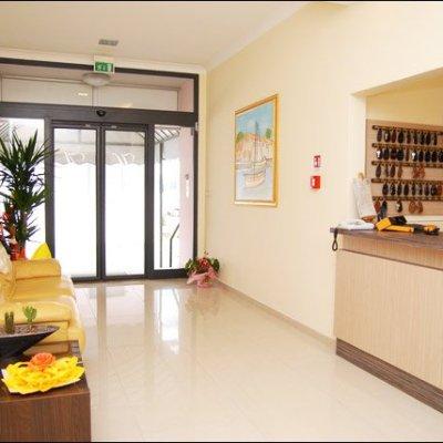 Entrata hotel adriana