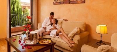 pareja-feliz-2-hotel-comendador