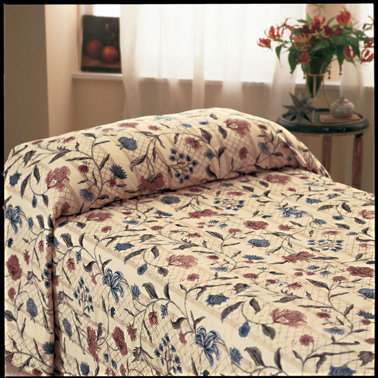 81 X 110 Martex Home Terrace Bedspread Multicolor Twin