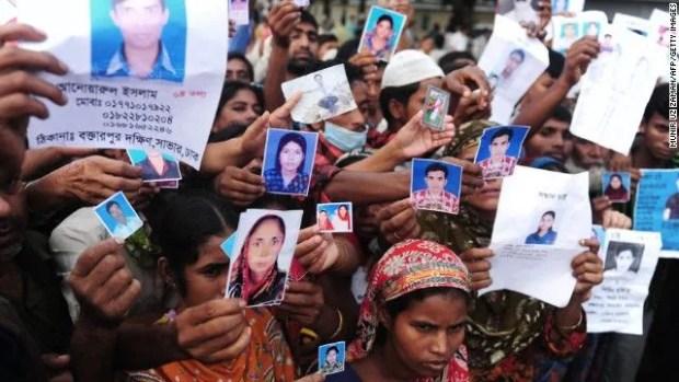 Familiares de desaparecidos en el colapso del edificio Rana Plaza en Bangladesh. Foto: Reuters