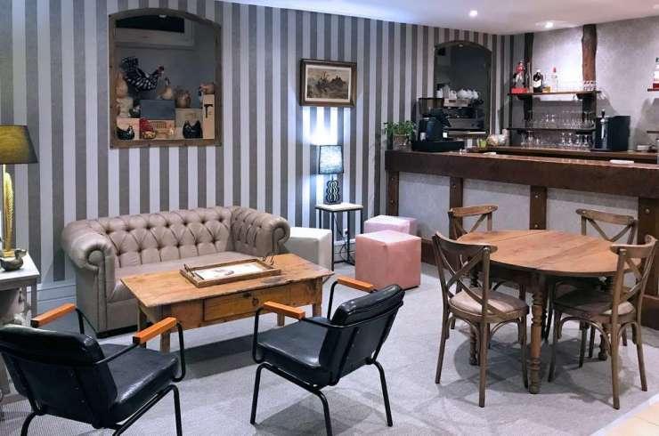 Bar d el'hôtel du Plomb du Cantal