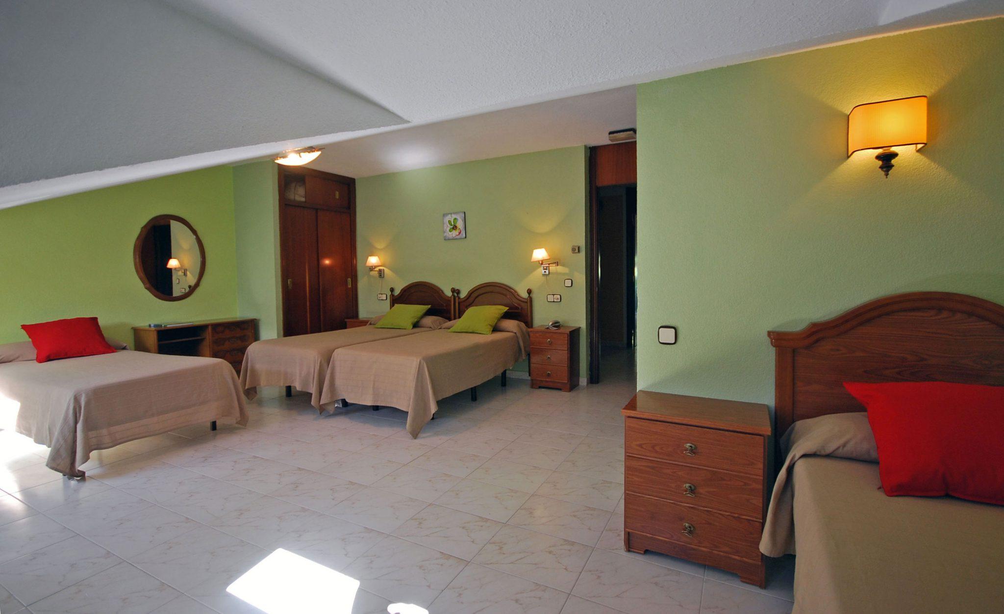 Habitaci n cu druple hotel principado de europa for Habitacion cuadruple