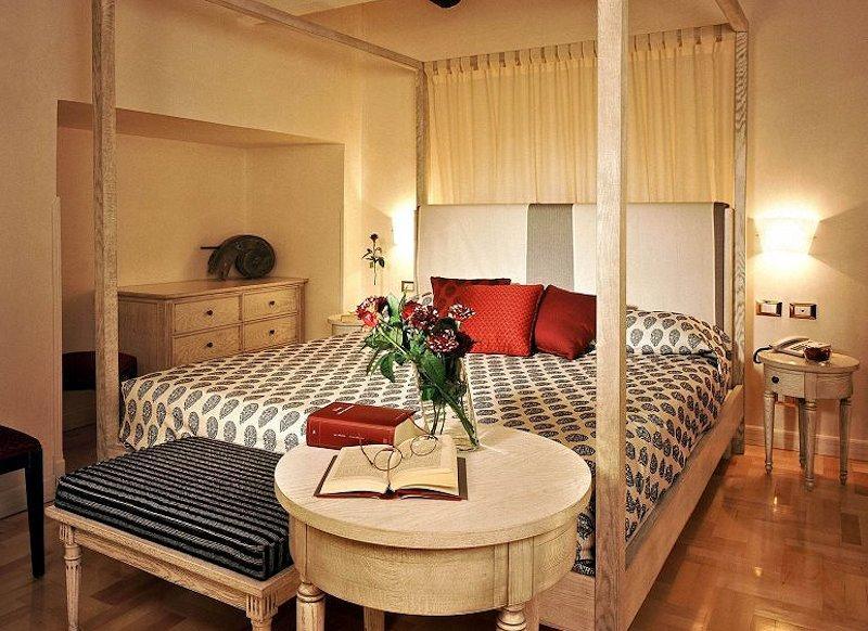 una camera hotel Costantinopoli 104, Napoli