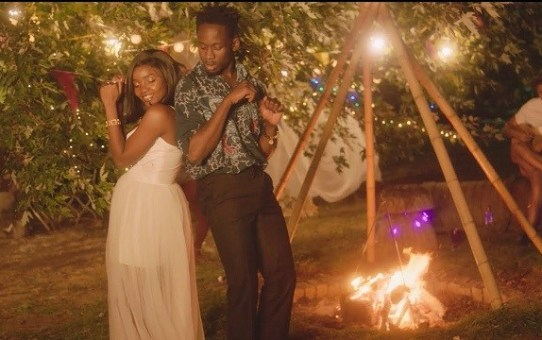 VIDEO: Mr Eazi – Surrender ft Simi