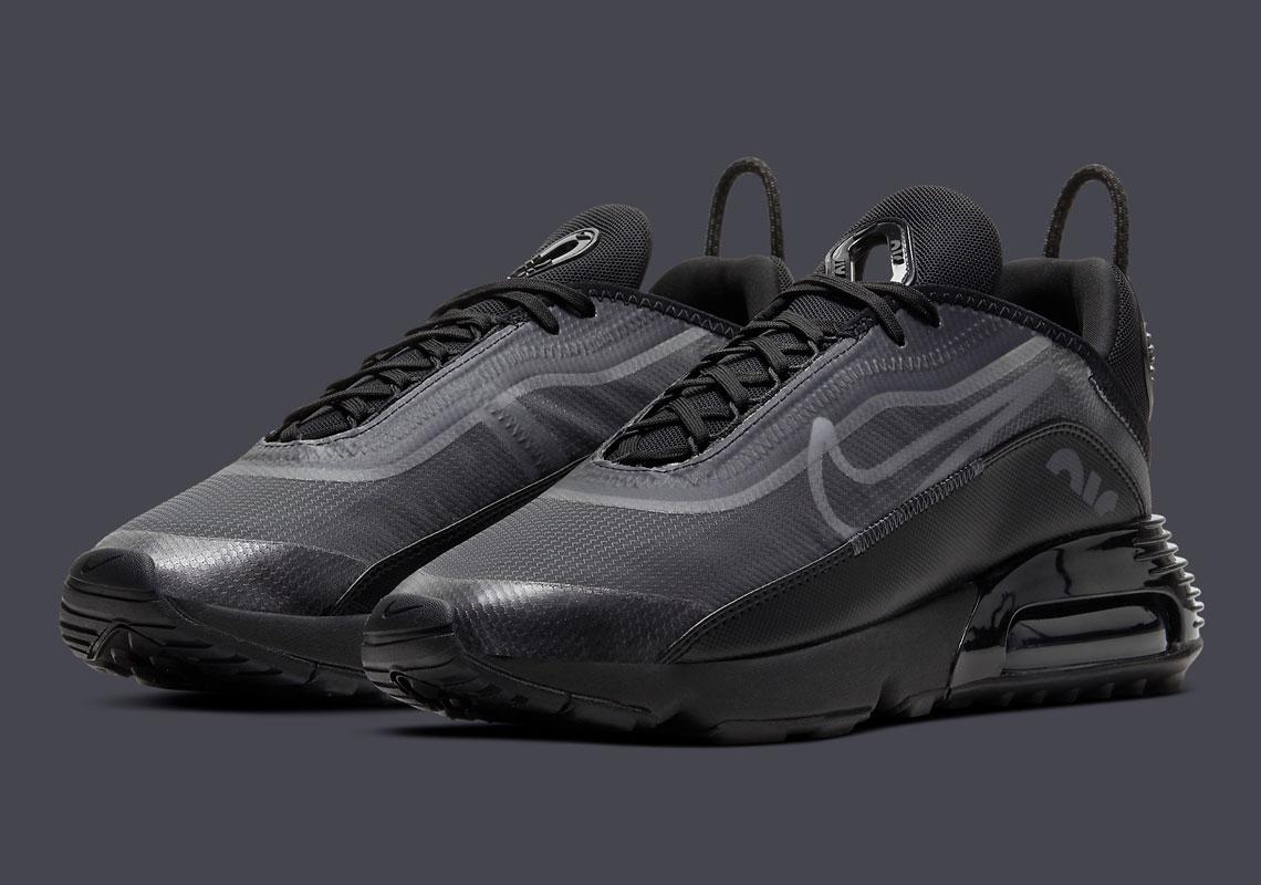 "Photos of Nike Air Max 2090 ""Triple-Black"" Revealed"