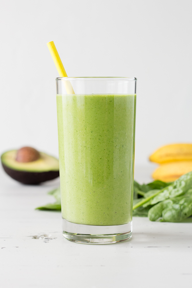 spinach smoothie in a glass