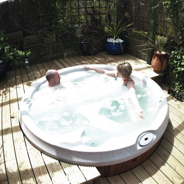 Jacuzzi J-200 series hot tubs