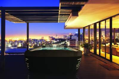 J500 hot tub city scape