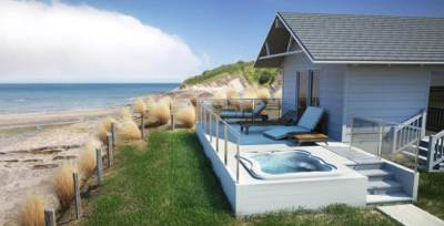 Jacuzzi Lodge hot tub on the beach