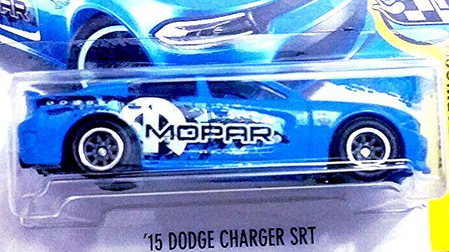 dodge-charger-SRT-2017-hot-wheels-super-treasure-hunt-002