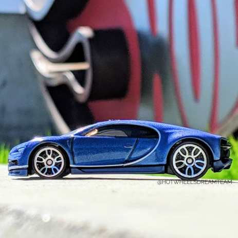 Hot-Wheels-2019-Bugatti-Chiron-2