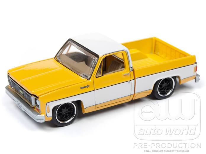 Auto-World-Chevrolet-Cheyenne-1973-Jellow