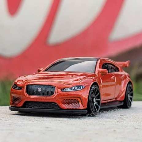 Hot-Wheels-Jaguar-XE-SV-Project-8