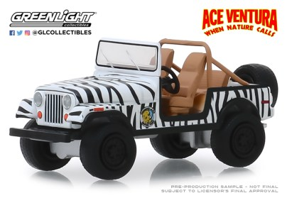 GreenLight-Collectibles-Hollywood-25-1976-Jeep-CJ-7-Ace-Ventura-When-Nature-Calls